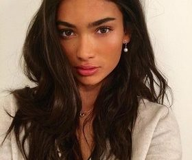 Kelly Gale Nereli?
